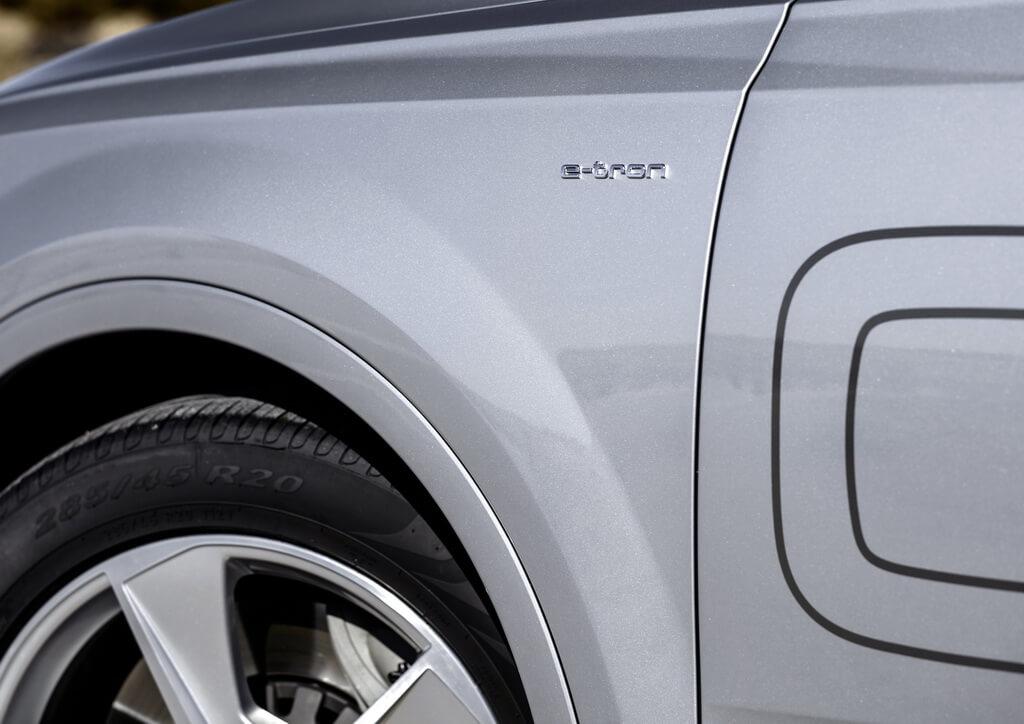 Фотография экоавто Audi Q7 e-tron Quattro - фото 24