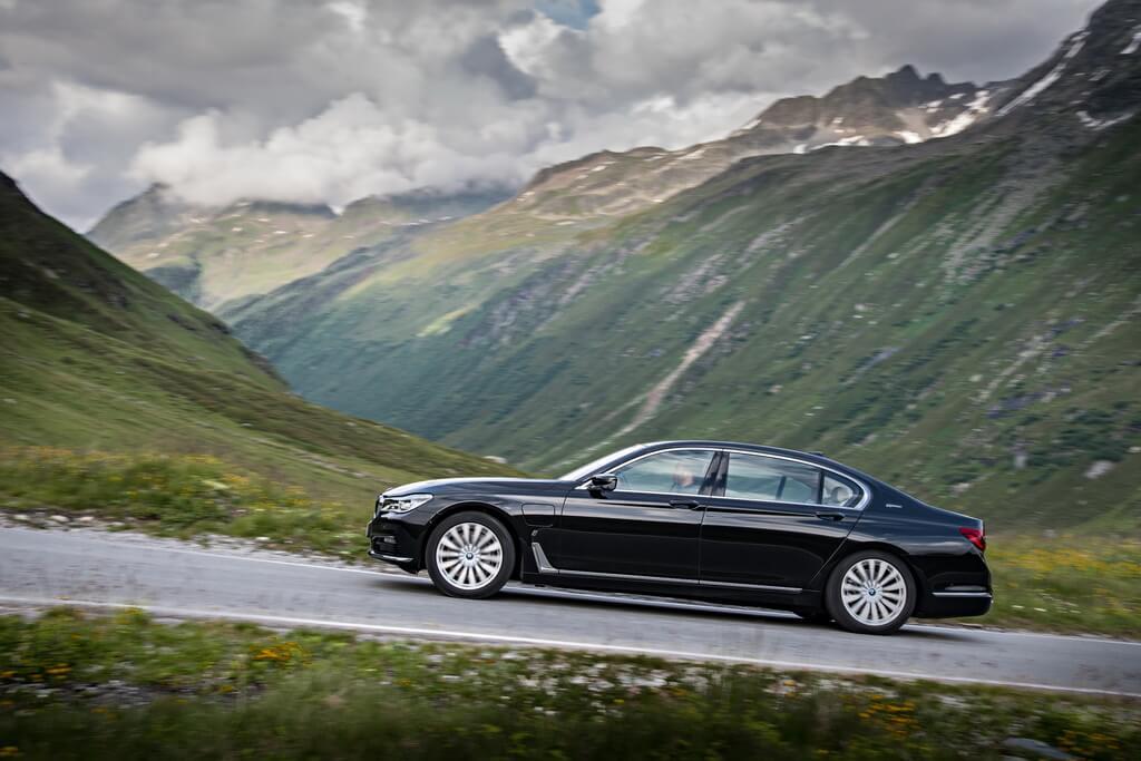 Фотография экоавто BMW 740e xDrive iPerformance - фото 12