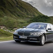 Фотография экоавто BMW 740e xDrive iPerformance - фото 13