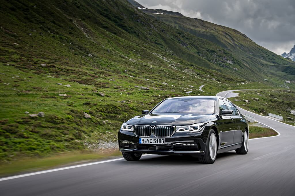 Фотография экоавто BMW 740e xDrive iPerformance - фото 15