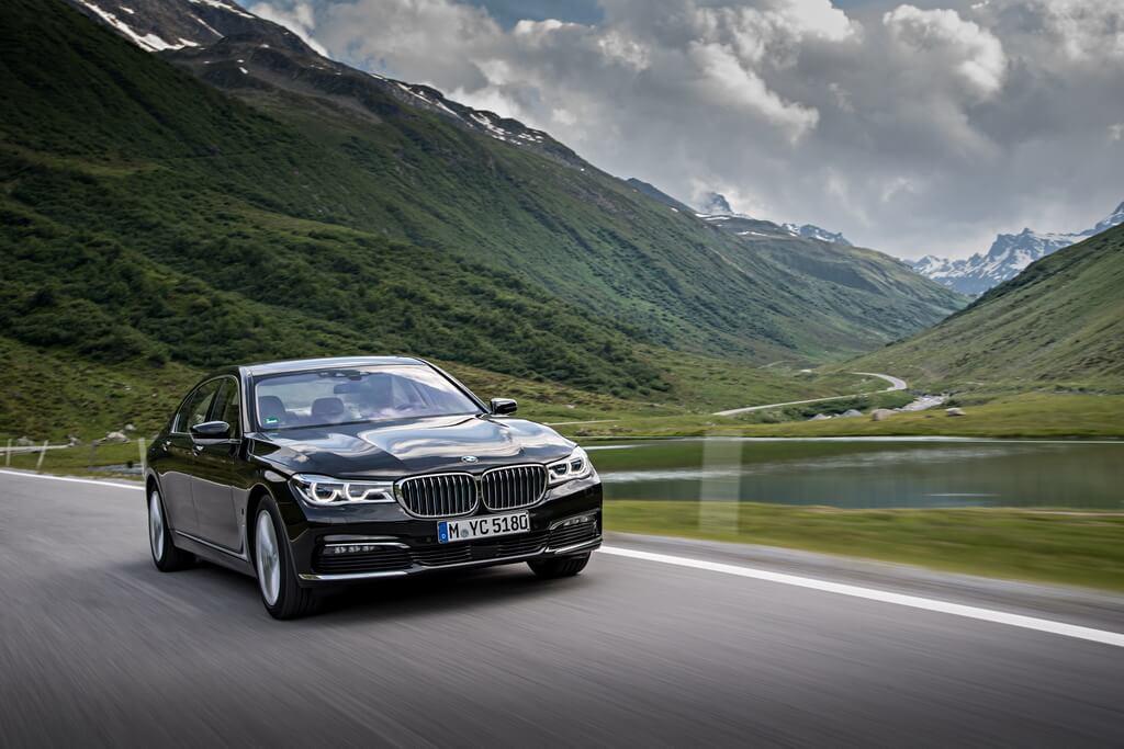 Фотография экоавто BMW 740e xDrive iPerformance - фото 18