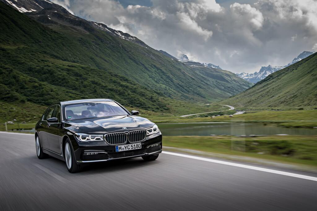 Фотография экоавто BMW 740e xDrive iPerformance - фото 19