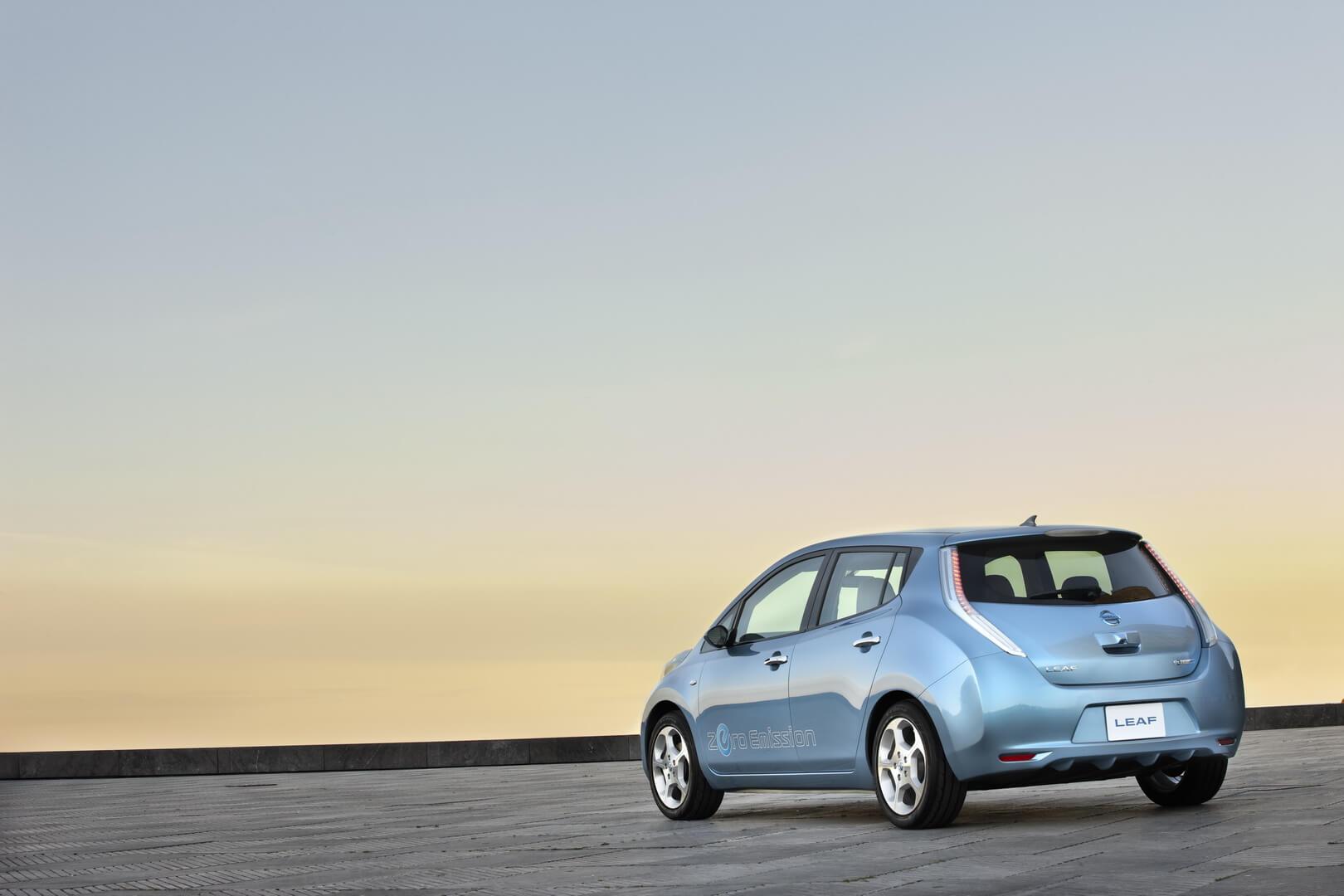 Фотография экоавто Nissan Leaf 2010 (24 кВт•ч) - фото 3