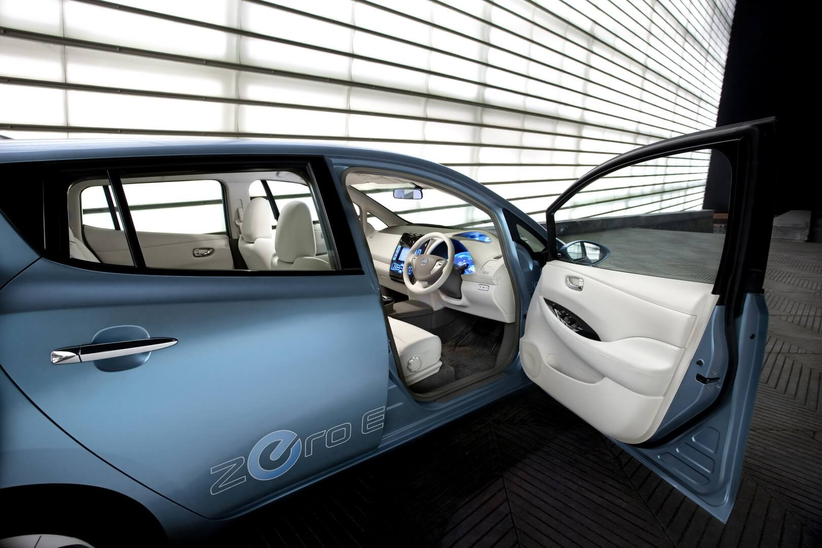 Фотография экоавто Nissan Leaf 2010 (24 кВт•ч) - фото 6