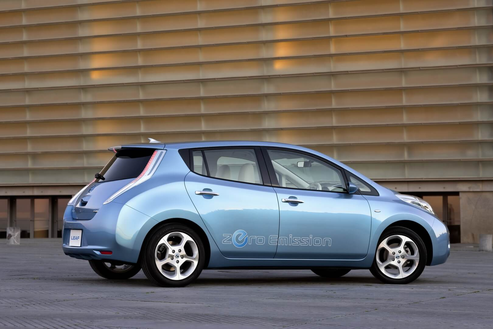 Фотография экоавто Nissan Leaf 2010 (24 кВт•ч) - фото 11