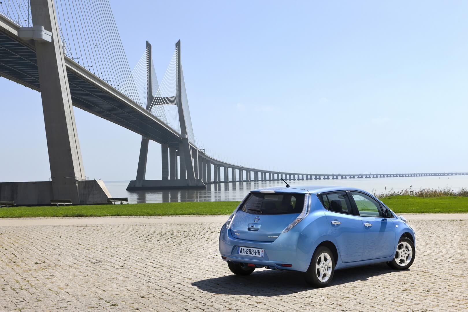Фотография экоавто Nissan Leaf 2010 (24 кВт•ч) - фото 32