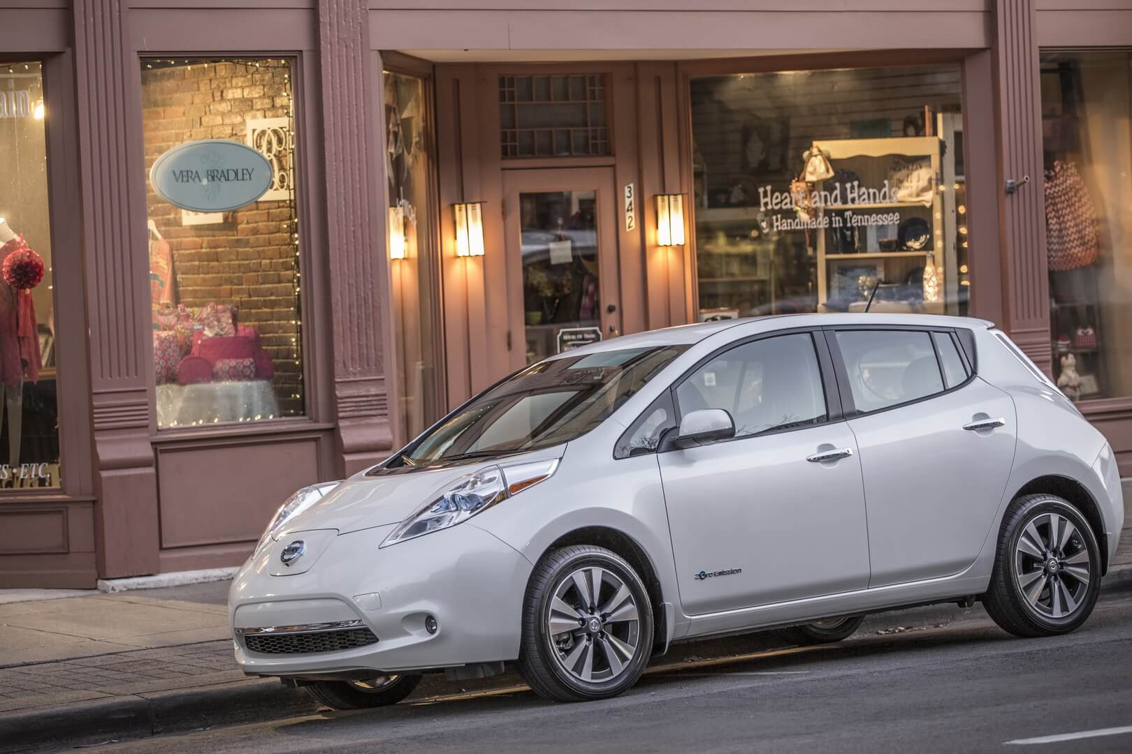 Фотография экоавто Nissan Leaf 2016 (24-30 кВт•ч) - фото 10