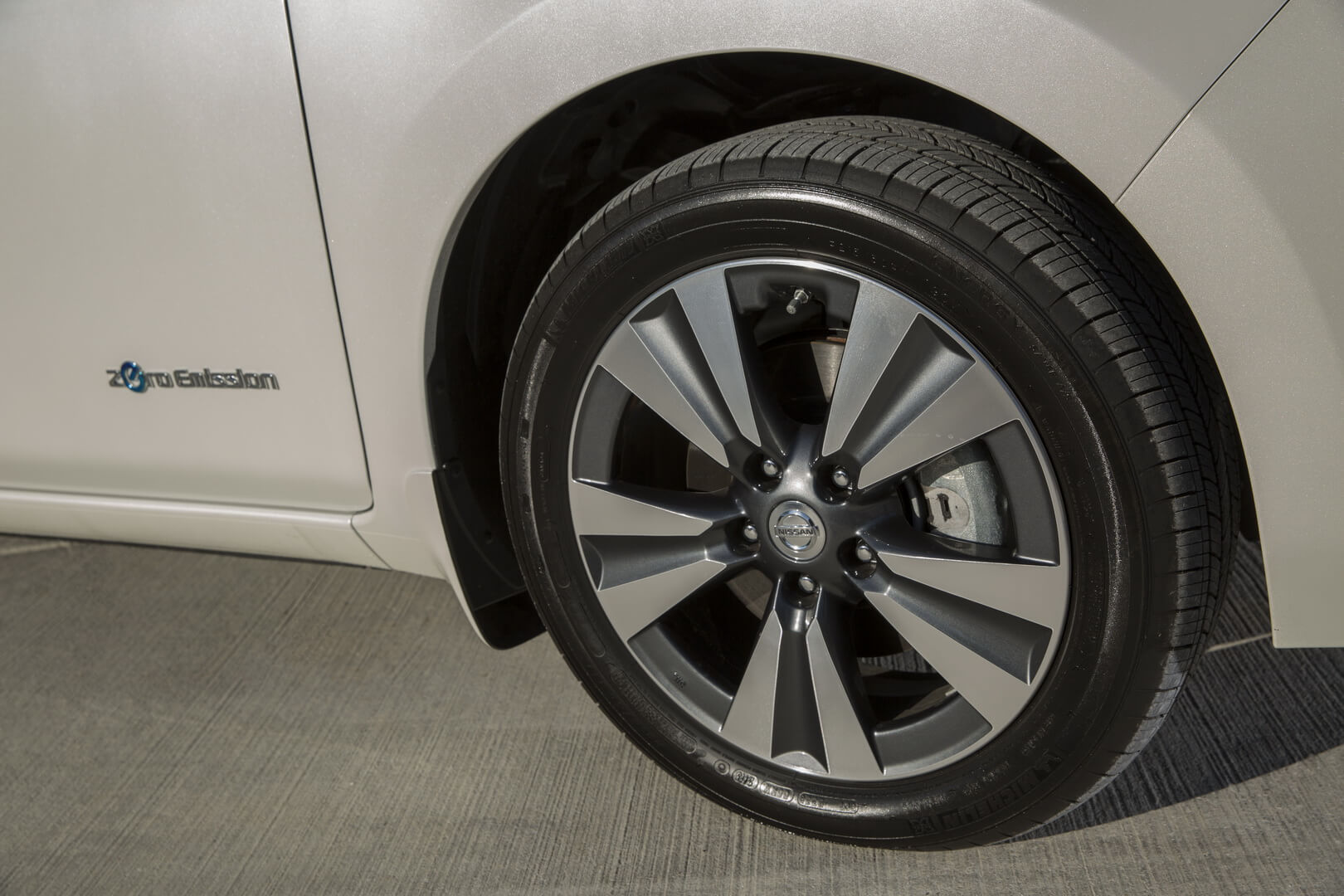 Фотография экоавто Nissan Leaf 2016 (24-30 кВт•ч) - фото 16