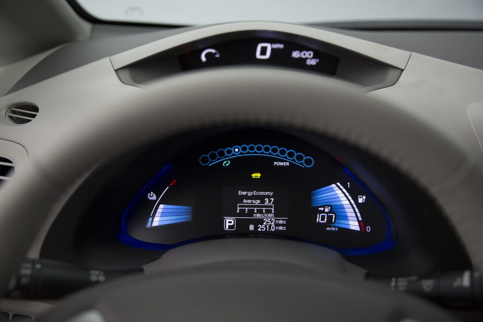 Фотография экоавто Nissan Leaf 2016 (24-30 кВт•ч) - фото 30