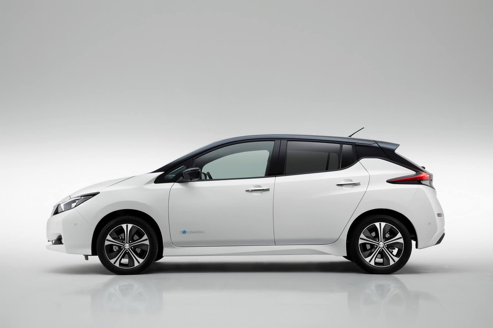 Боковая часть электромобиля Nissan Leaf 2018