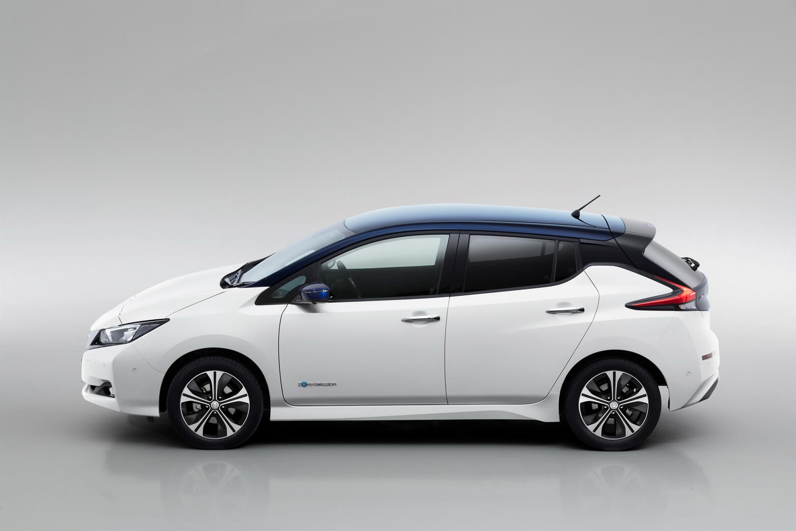 Фотография экоавто Nissan Leaf (40 кВт⋅ч) - фото 10