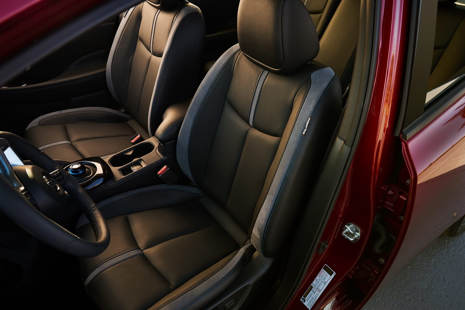 Передний ряд сидений Nissan Leaf 2018