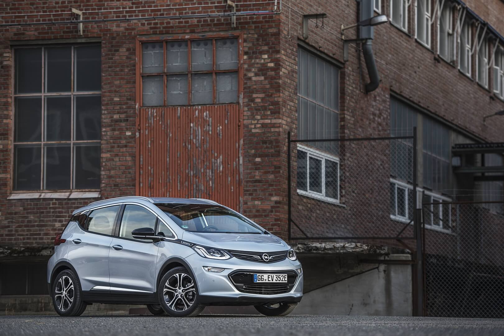 Фотография экоавто Opel Ampera-e - фото 35