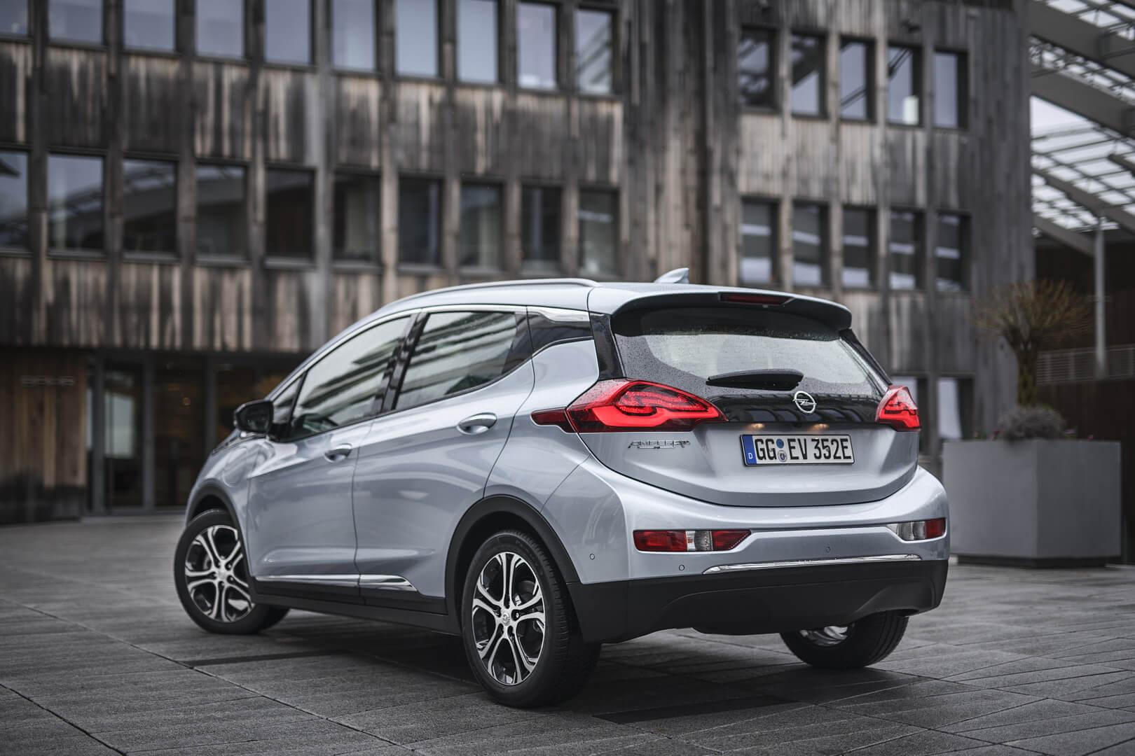 Электромобиль Opel Ampera-e