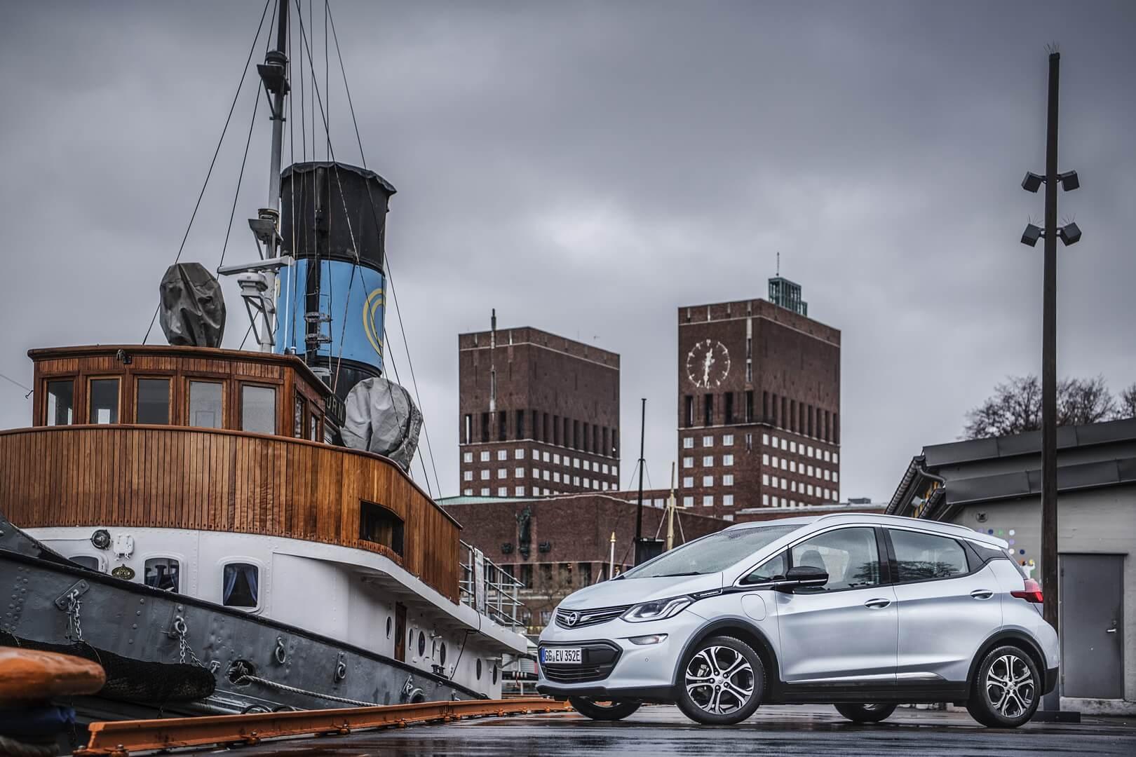 Фотография экоавто Opel Ampera-e - фото 45