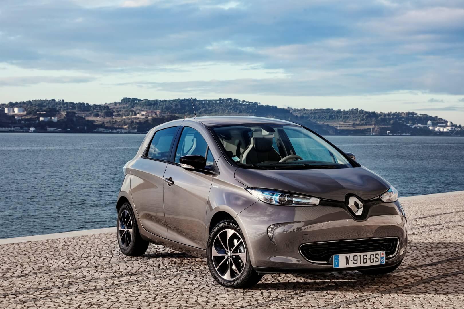 Электромобиль Renault Zoe — № 2 по продажам за сентябрь в Европе
