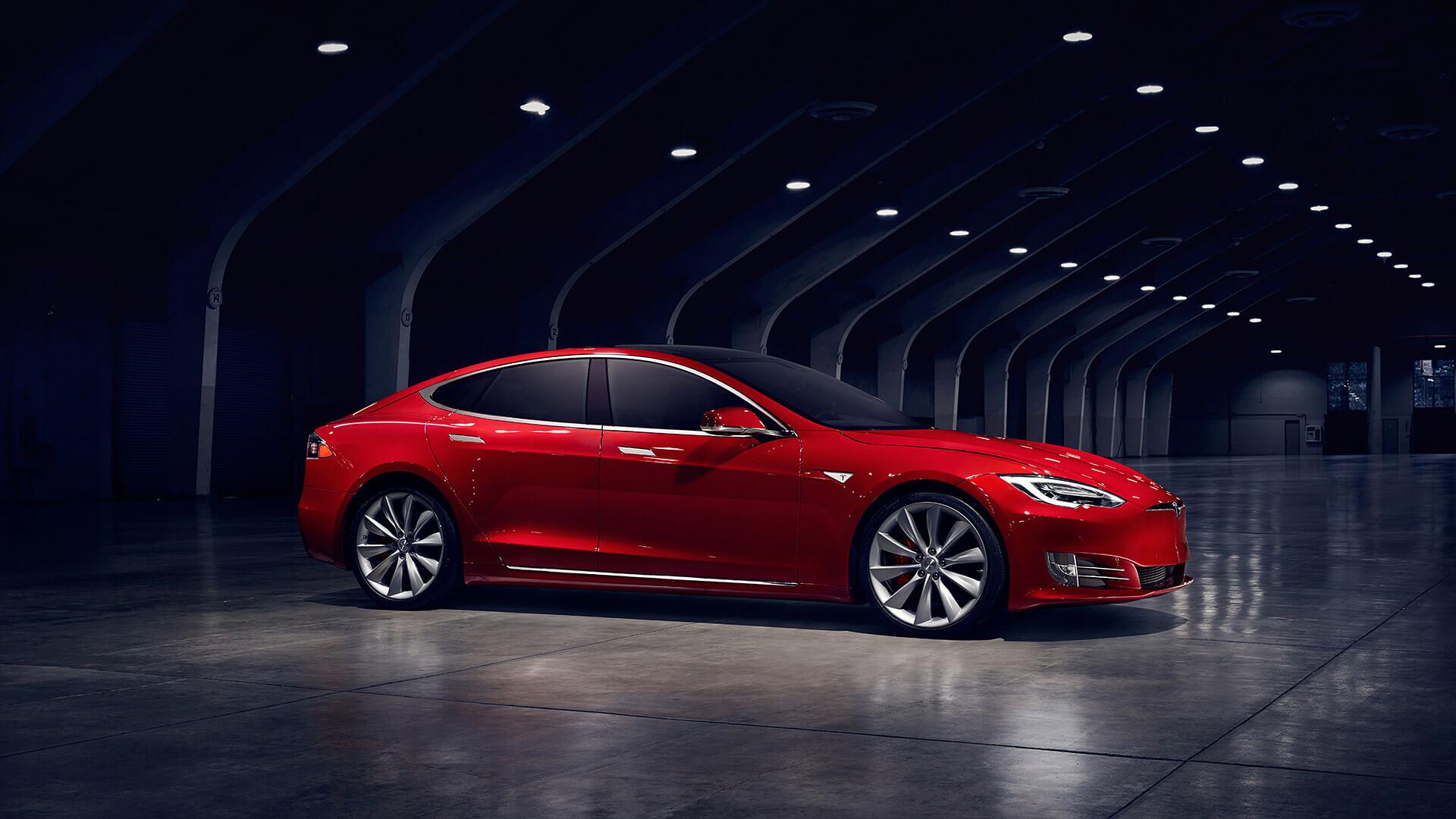 Электромобиль Tesla ModelS — № 5 по продажам за август в мире
