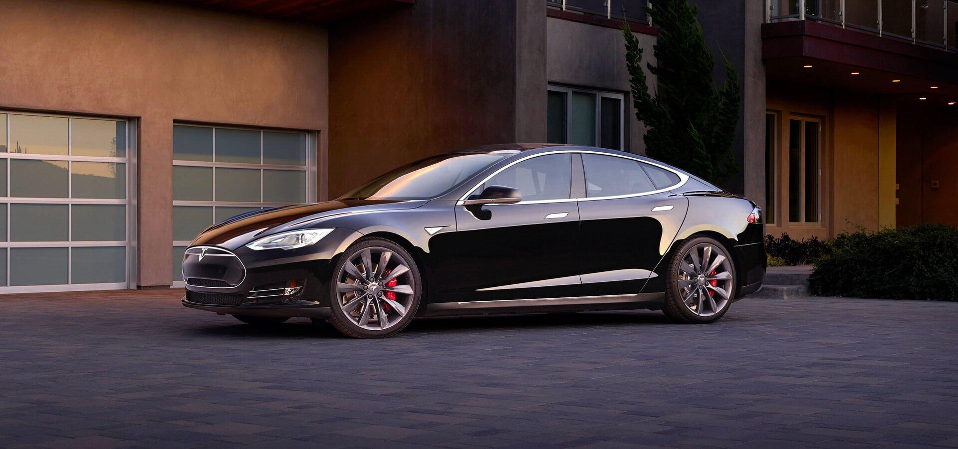 Электромобиль Tesla Model Sвыпускается с2012года