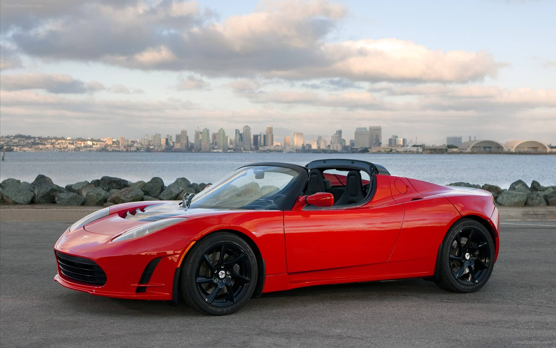 Tesla Roadster © tesla.com