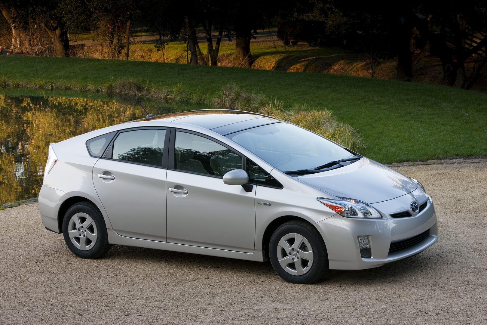 Первый массовый гибрид Toyota Prius