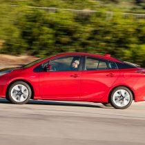 Фотография экоавто Toyota Prius Hybrid 2016 - фото 11
