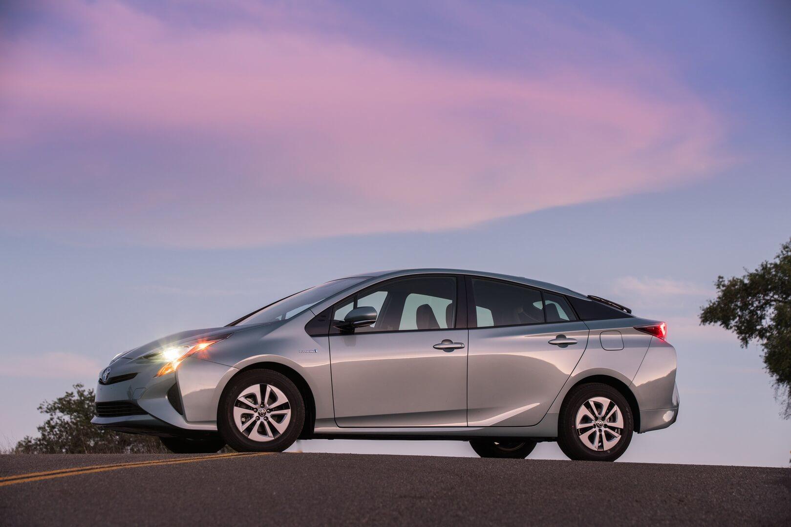 Фотография экоавто Toyota Prius Hybrid 2016 - фото 17