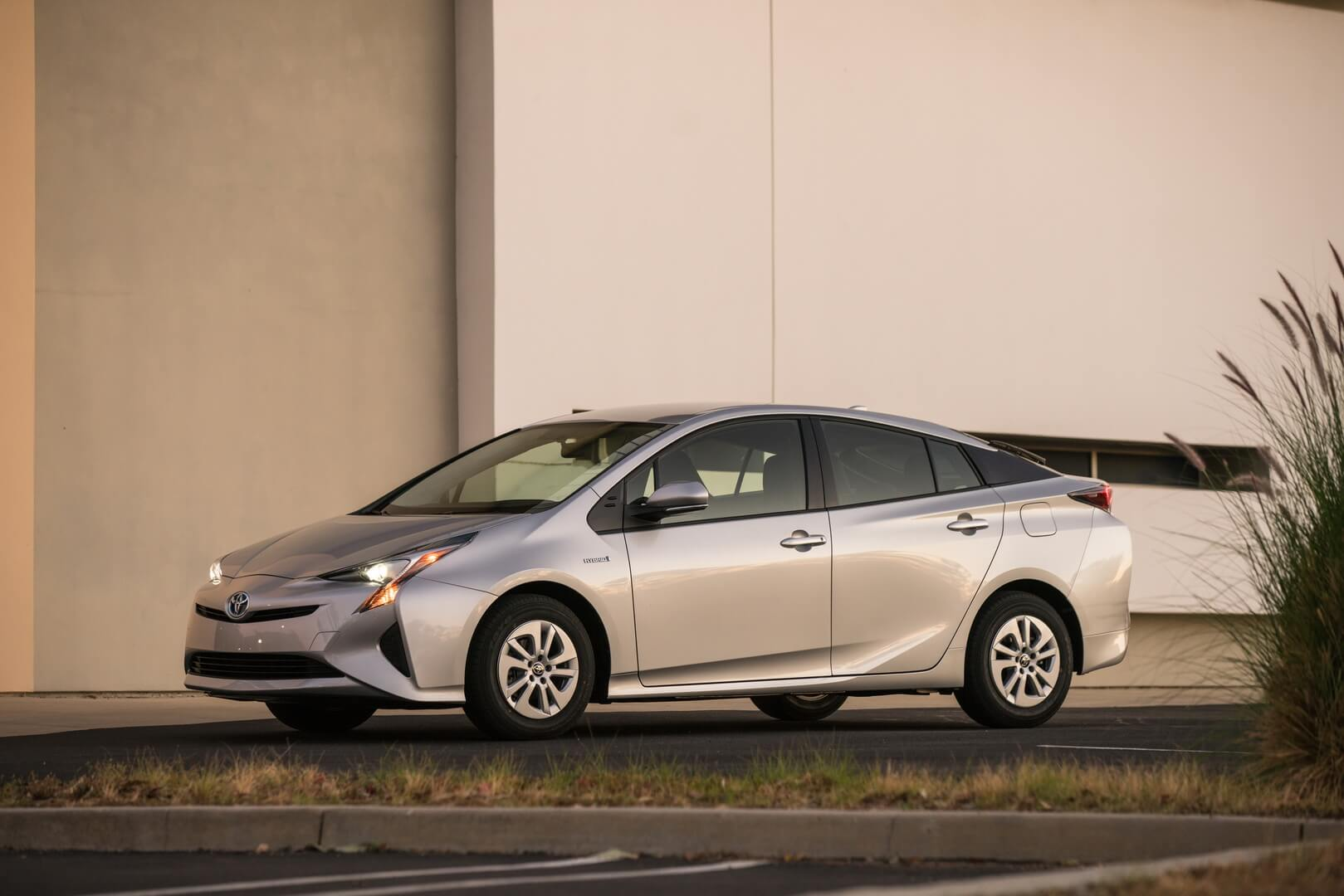 Фотография экоавто Toyota Prius Hybrid 2016 - фото 27