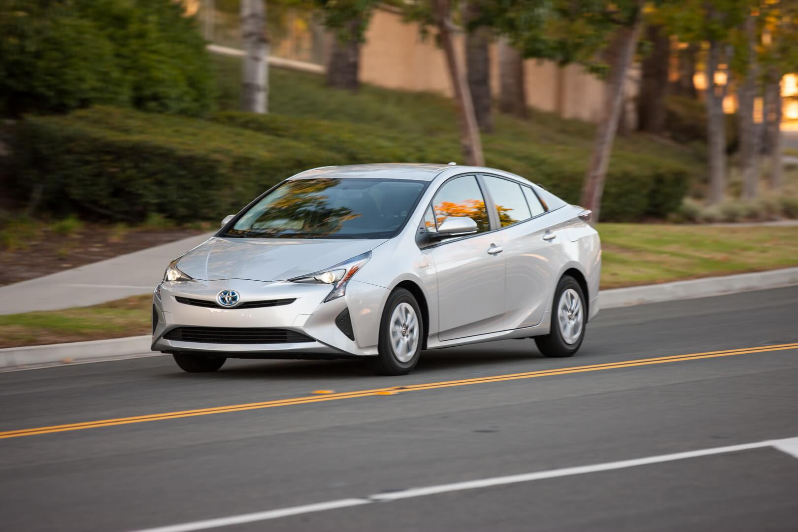 Фотография экоавто Toyota Prius Hybrid 2016 - фото 32