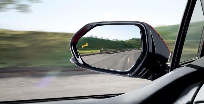 Боковое зеркало с индикатором оповещения слепых зон Toyota Prius Hybrid 2016
