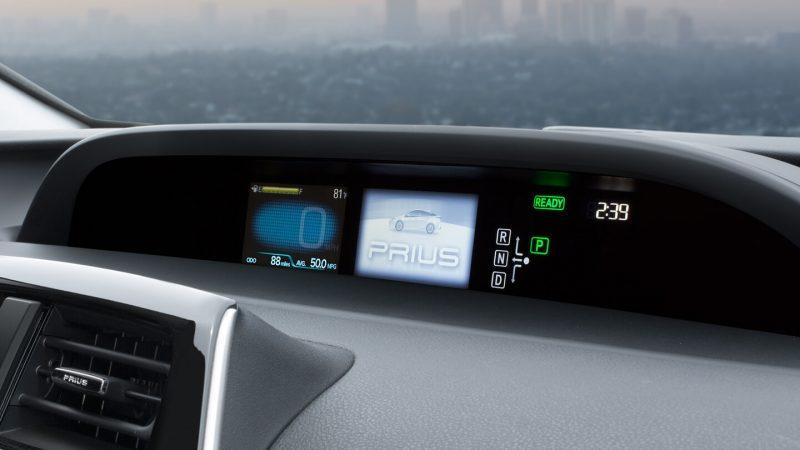 Приборная панель Toyota Prius Hybrid 2016