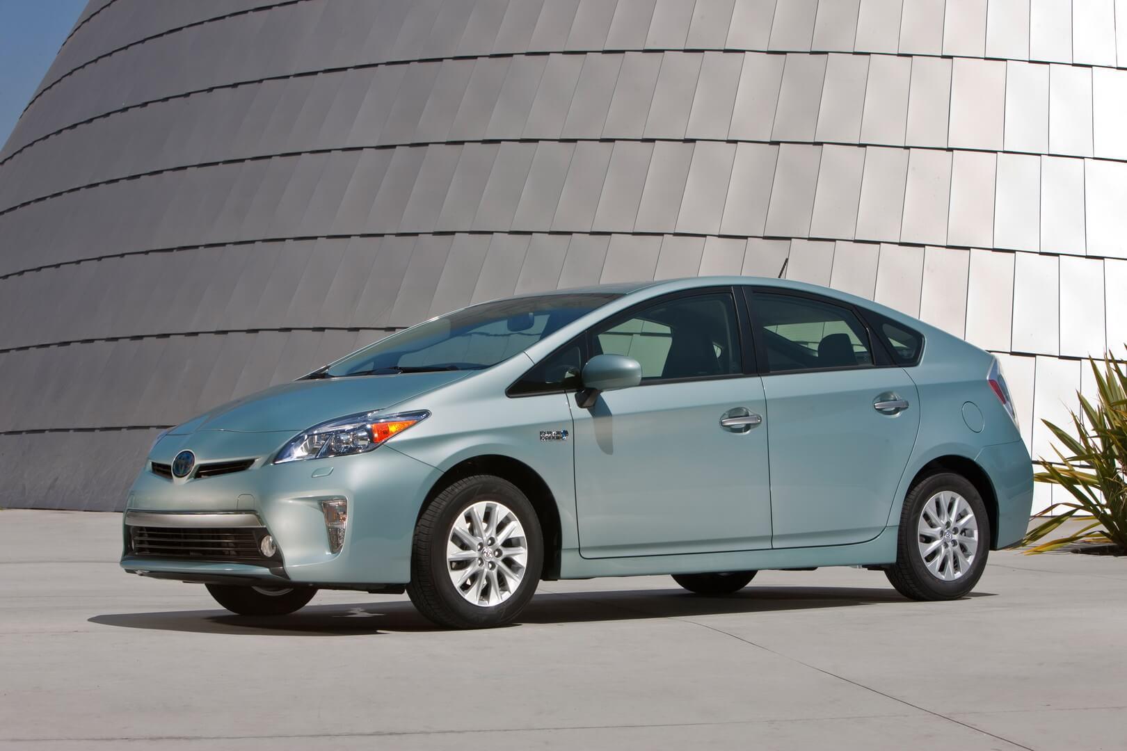 Фотография экоавто Toyota Prius Prime 2012