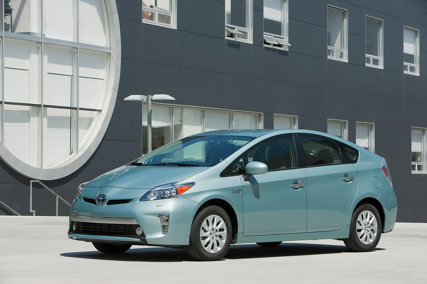 Фотография экоавто Toyota Prius Prime 2012 - фото 7