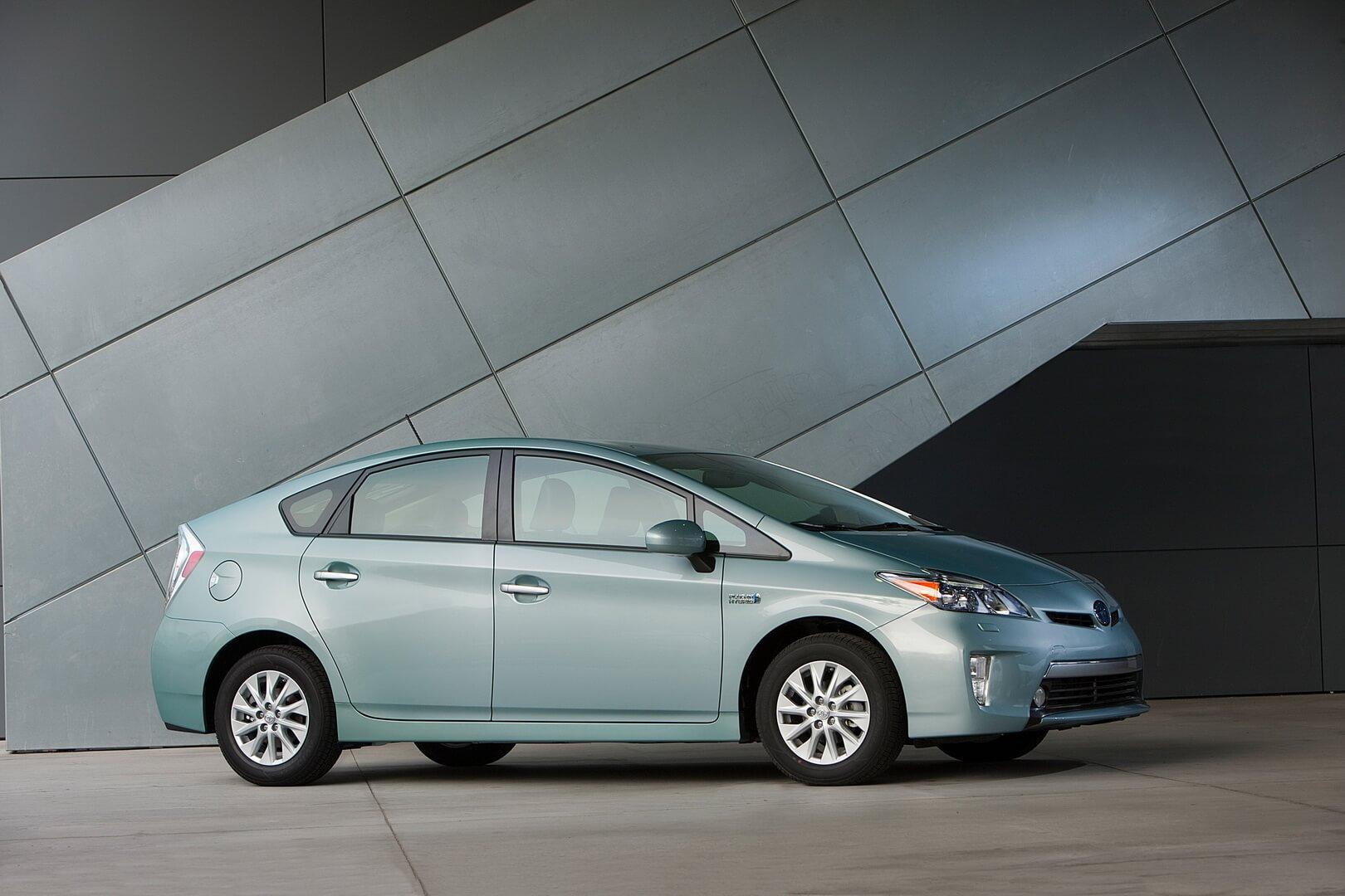 Фотография экоавто Toyota Prius Prime 2012 - фото 9