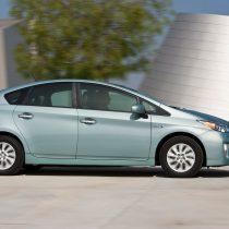 Фотография экоавто Toyota Prius Prime 2012 - фото 15