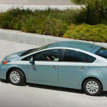 Фотография экоавто Toyota Prius Prime 2012 - фото 19