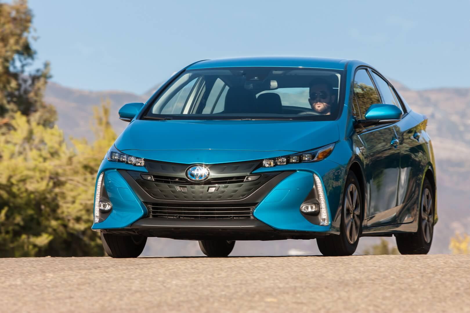 Плагин-гибрид Toyota Prius Prime