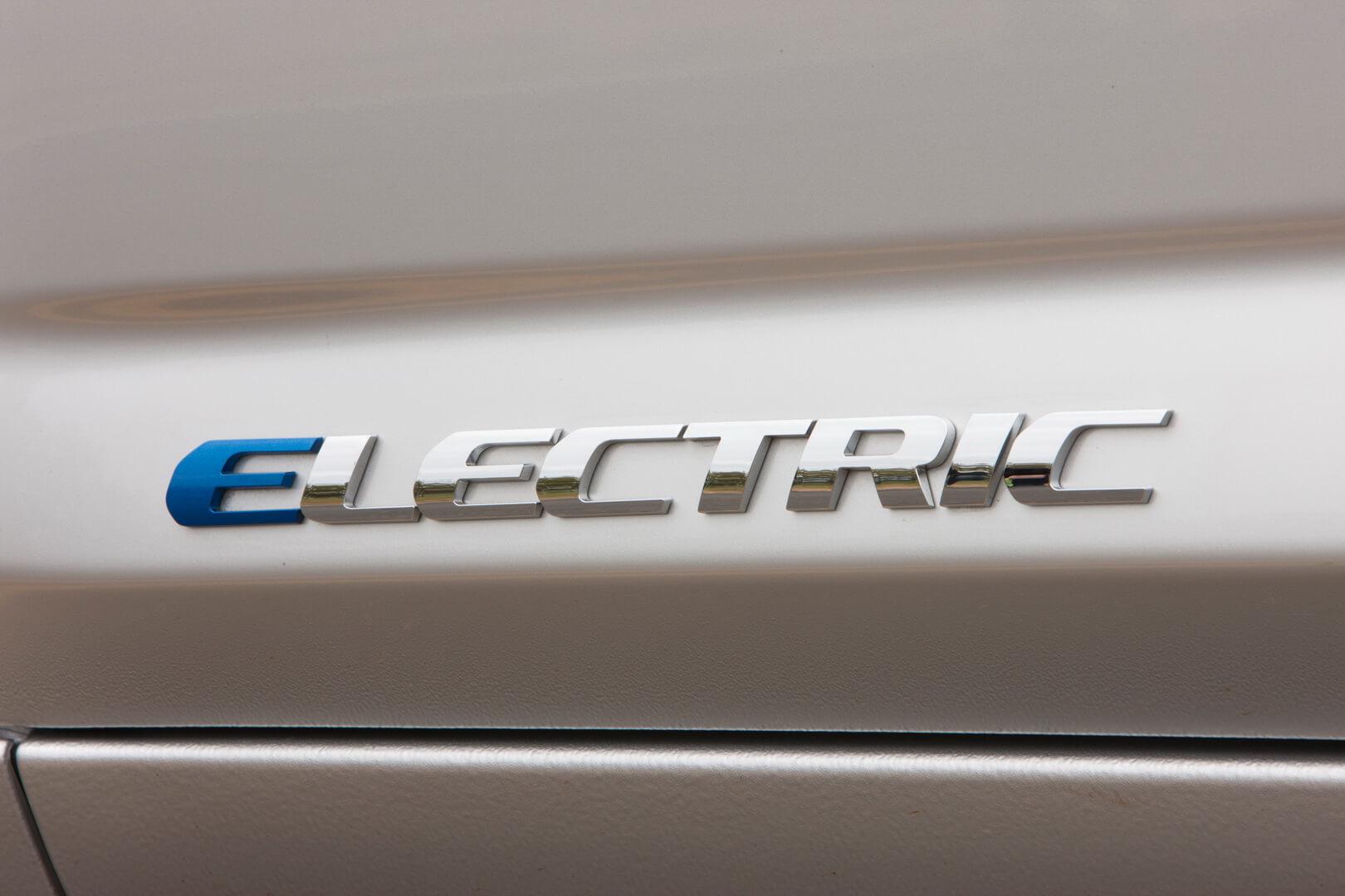 Фотография экоавто Toyota RAV4 EV - фото 11
