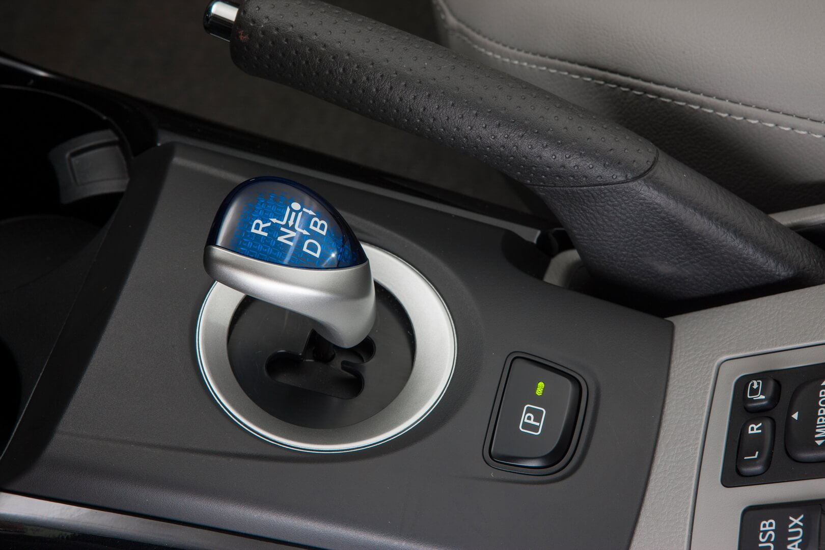 Фотография экоавто Toyota RAV4 EV - фото 32