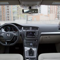 Фотография экоавто Volkswagen e-Golf 2015 - фото 17