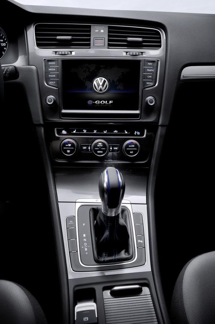 Фотография экоавто Volkswagen e-Golf 2015 - фото 26