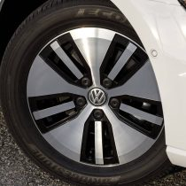 Фотография экоавто Volkswagen e-Golf 2017 - фото 8