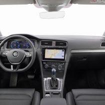 Фотография экоавто Volkswagen e-Golf 2017 - фото 25