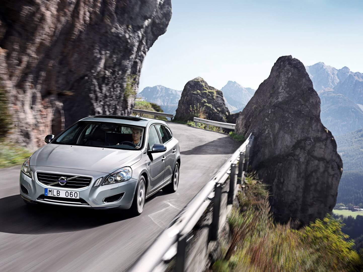 Фотография экоавто Volvo V60 PHEV - фото 11