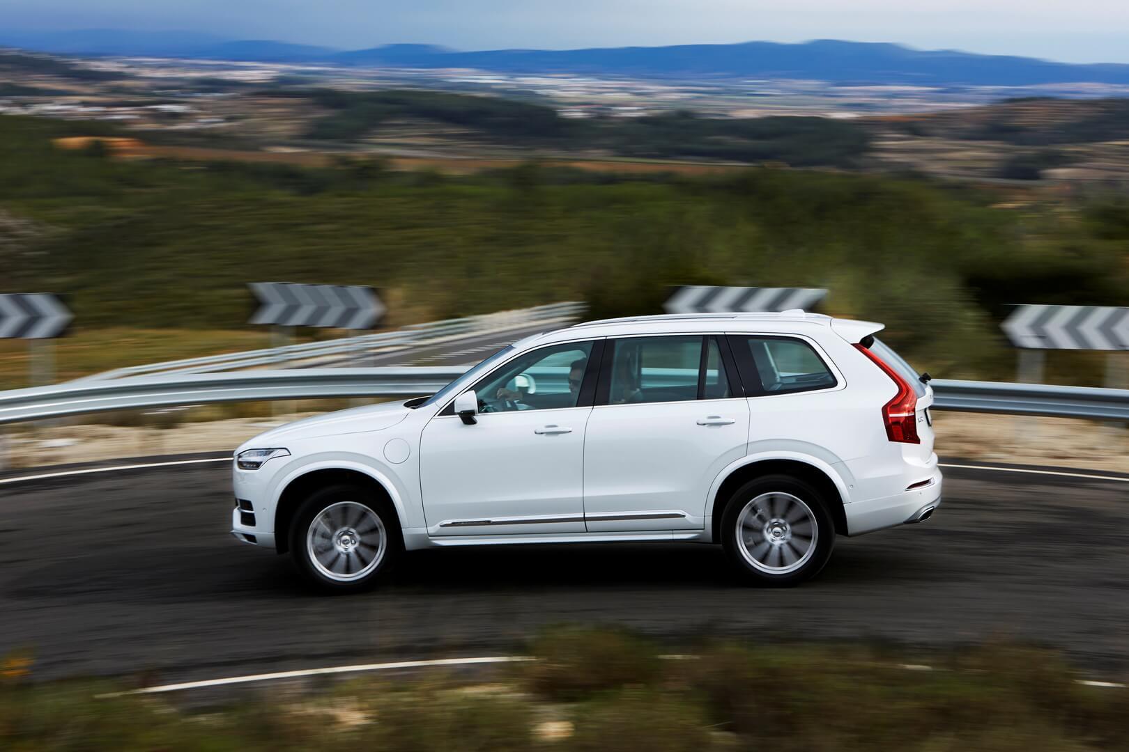 Выпускаемый сейчас плагин-гибрид Volvo XC90