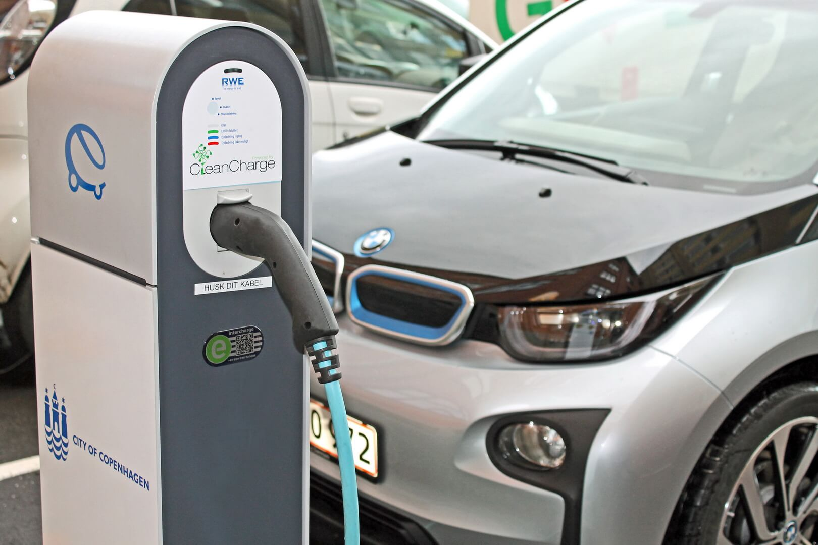 Зарядка электромобиля BMW i3