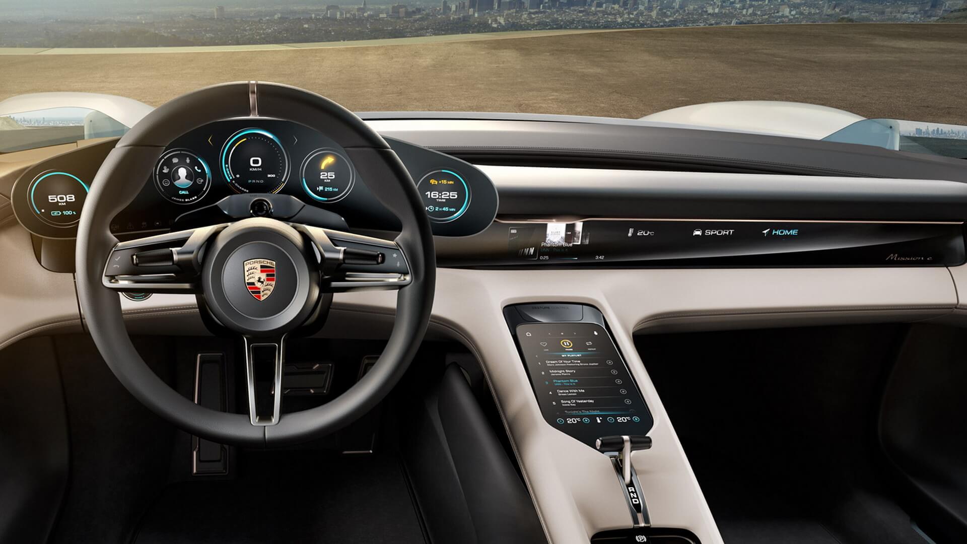 Салон Porsche Mission E
