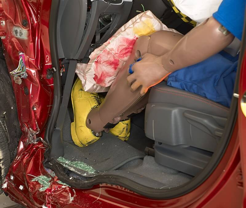 Пространство водителя при ударе в Chevrolet Bolt EV 2017