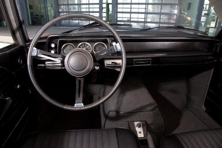 Салон электромобиля BMW 1602