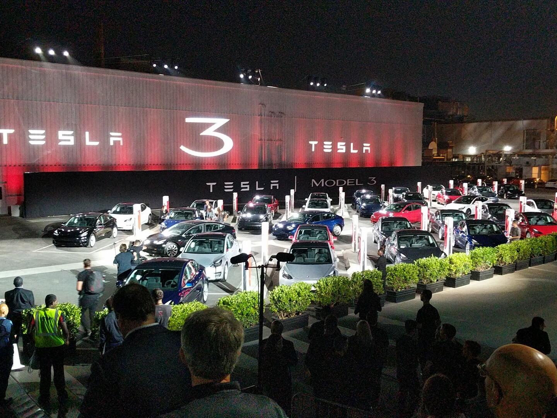 30 новых электромобилей Tesla Model 3