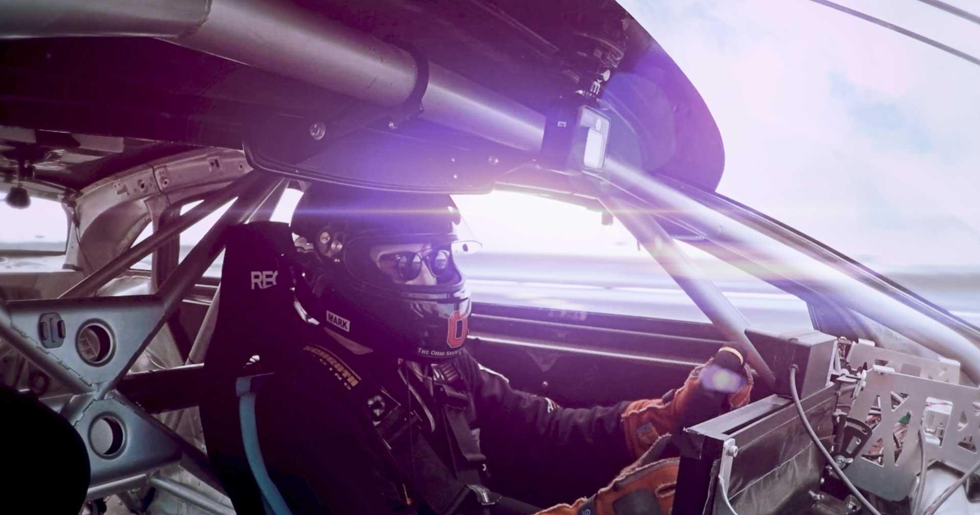 Гонщик внутри кузова Lucid Air Alpha Speed Car